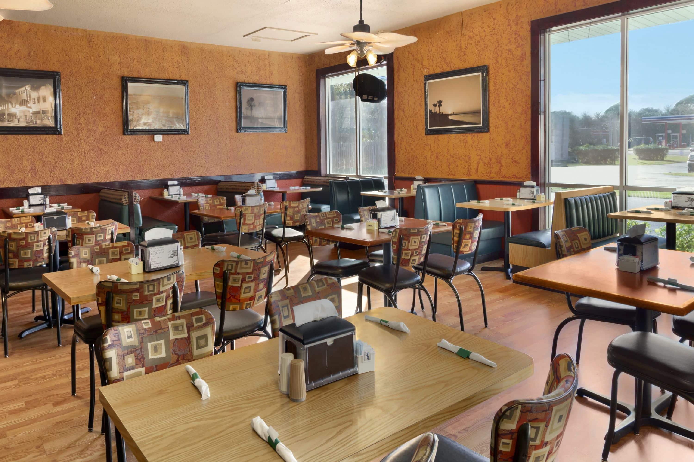 Days Inn Fort Pierce Midtown Restaurant In Fort Pierce, Florida