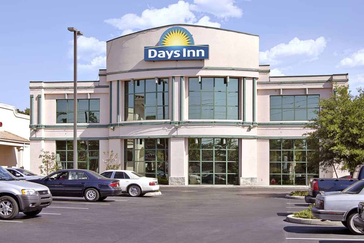 Exterior Of Days Inn Gainesville I 75 Hotel In Florida