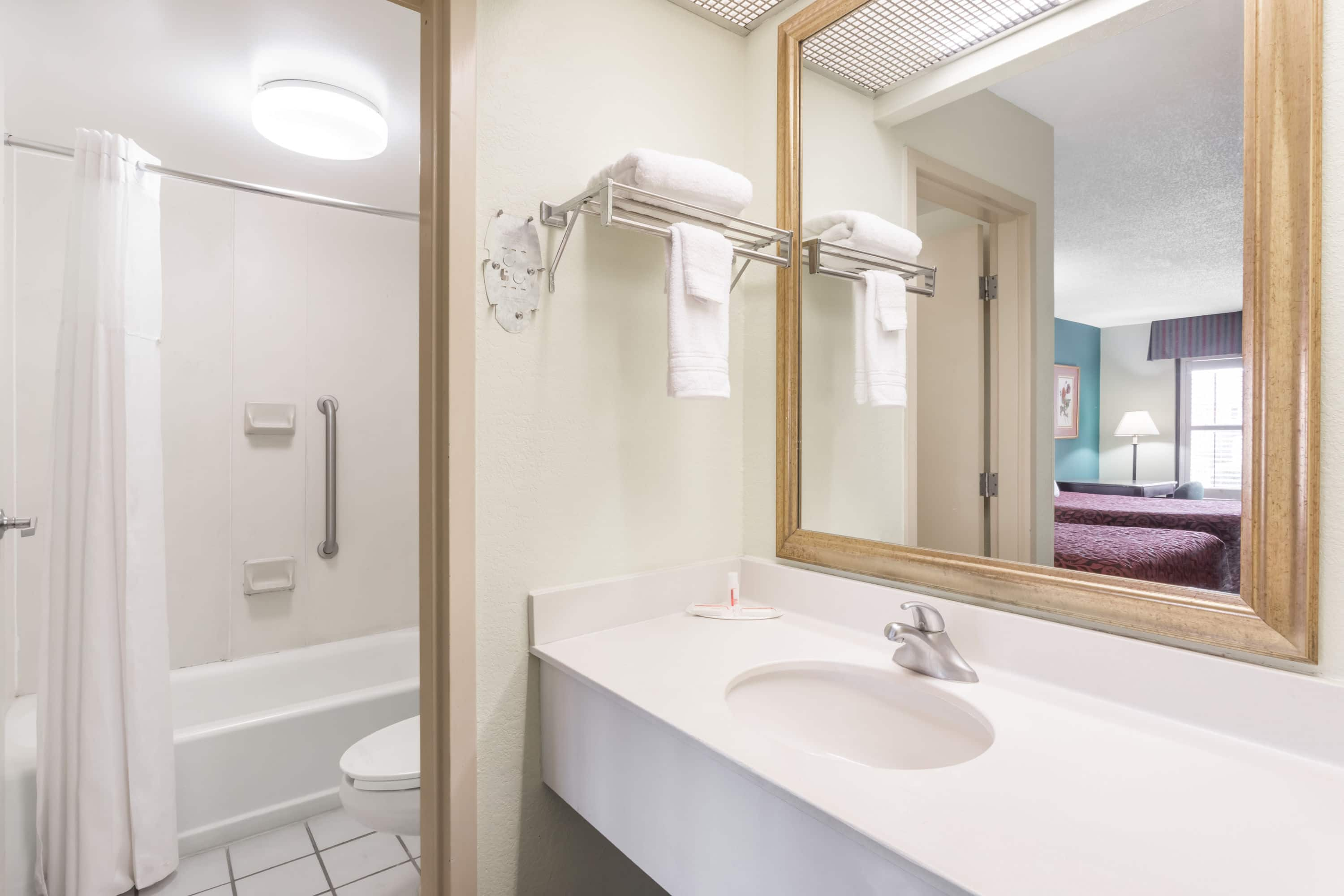 Beautiful Photos And Videos Of Days Inn Marianna Hotels In Florida With Near Fl