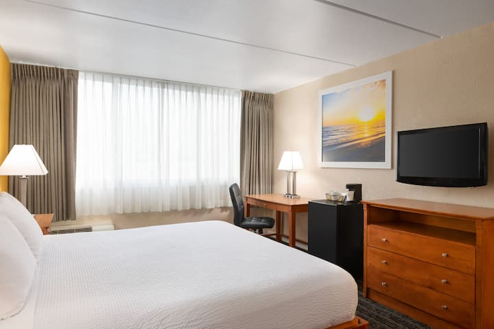 Guest room at the Days Inn Miami International Airport in Miami, Florida