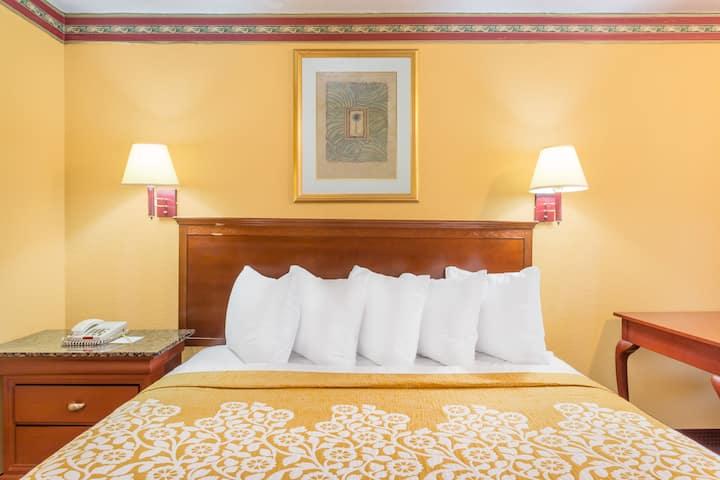 Guest room at the Days Inn Orlando/International Drive in Orlando, Florida