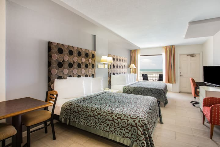 Guest room at the Days Inn Ormond Beach Mainsail Oceanfront in Ormond Beach, Florida