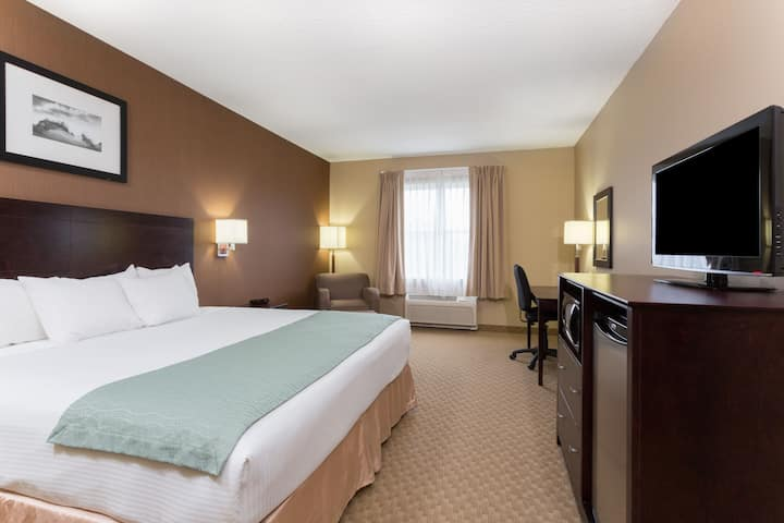 Guest room at the Days Inn Palm Coast in Palm Coast, Florida