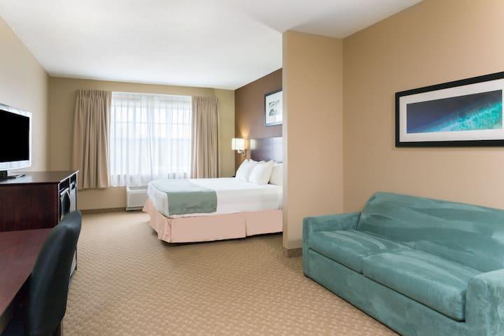 Days Inn Palm Coast suite in Palm Coast, Florida