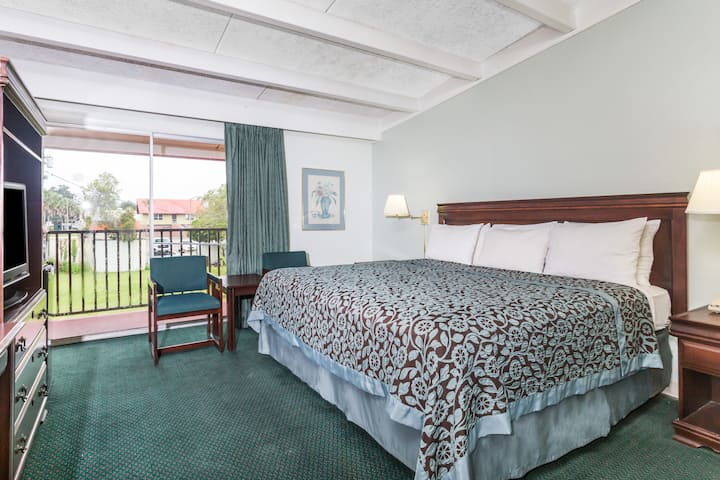 Guest room at the Days Inn Perry in Perry, Florida
