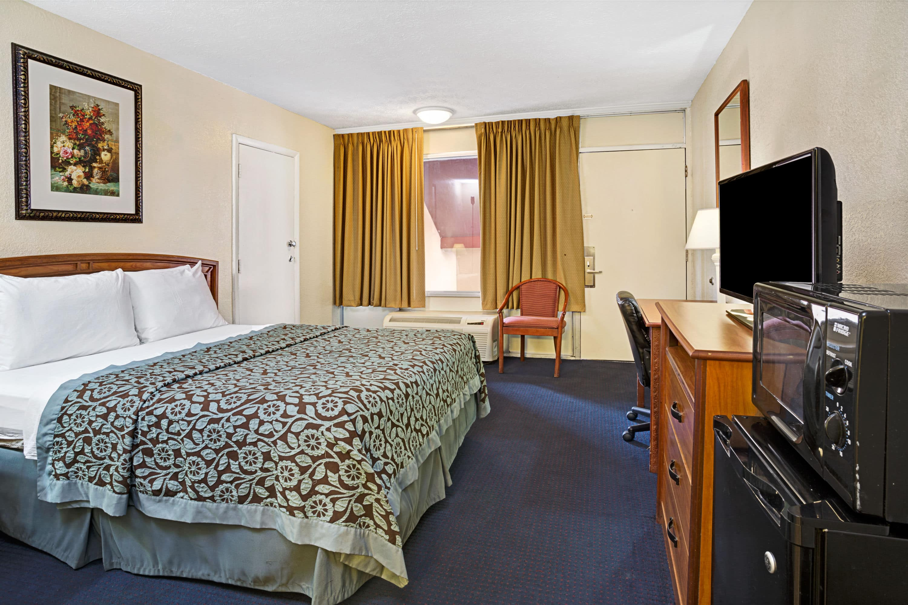 Guest room at the Days Inn St. Augustine West in Saint Augustine, Florida