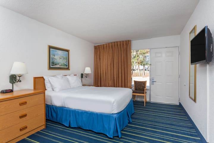 Guest room at the Days Inn West Palm Beach in West Palm Beach, Florida