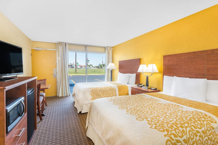 Guest room at the Days Inn Wildwood I-75 in Wildwood, Florida