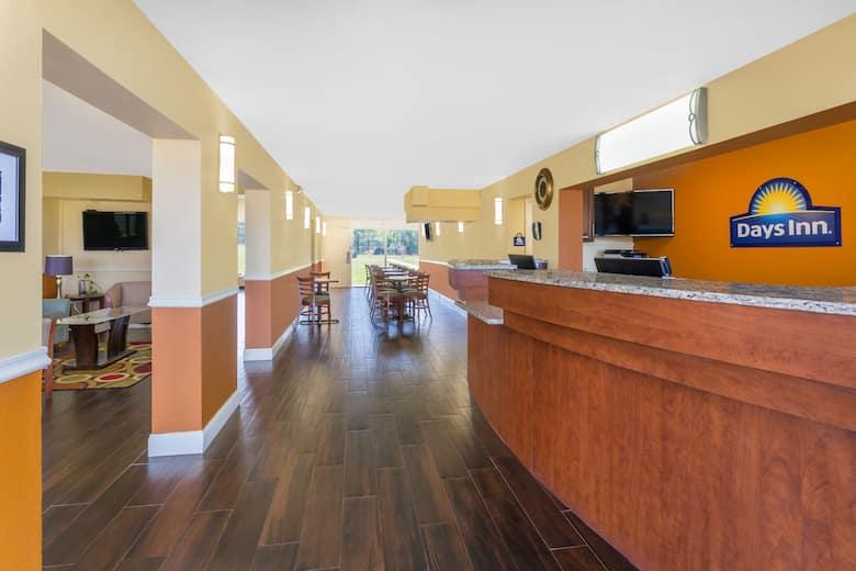 Days Inn Wildwood I 75 Hotel Lobby In Florida