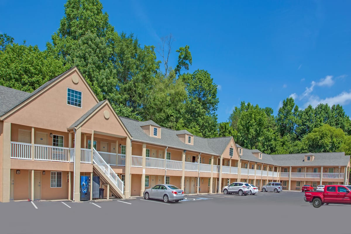 Exterior Of Days Inn Canton Hotel In Georgia