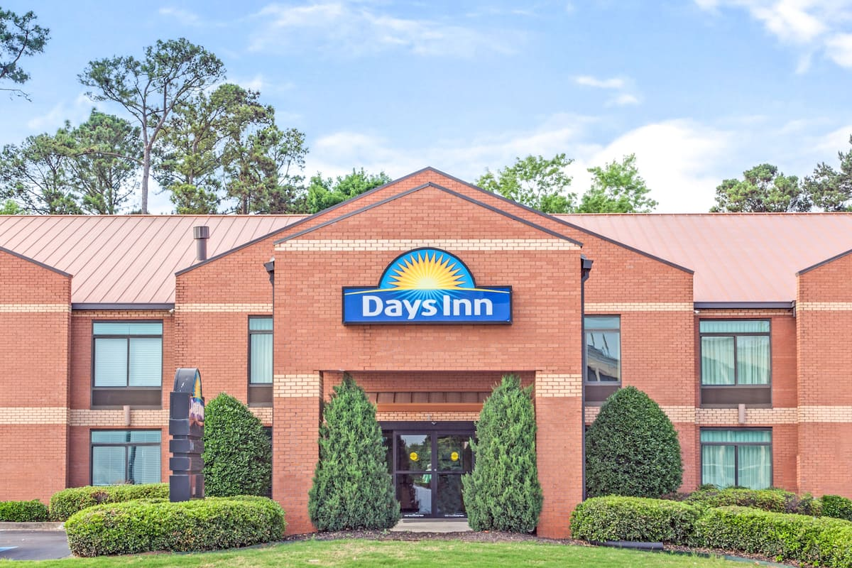 Exterior Of Days Inn College Park Atlanta Airport South Hotel In