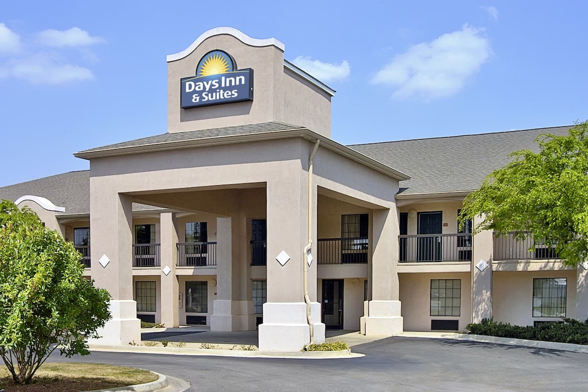 Exterior Of Days Inn Suites By Wyndham Fort Valley Hotel In Georgia