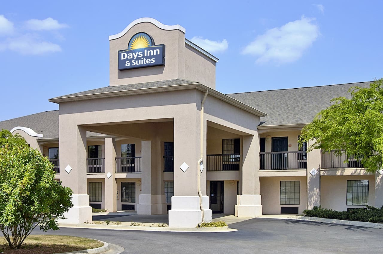 Days Inn and Suites Fort Valley in Byron, Georgia