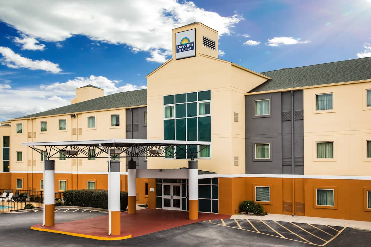 Exterior Of Days Inn Suites Augusta Near Fort Gordon Hotel In Grovetown Georgia