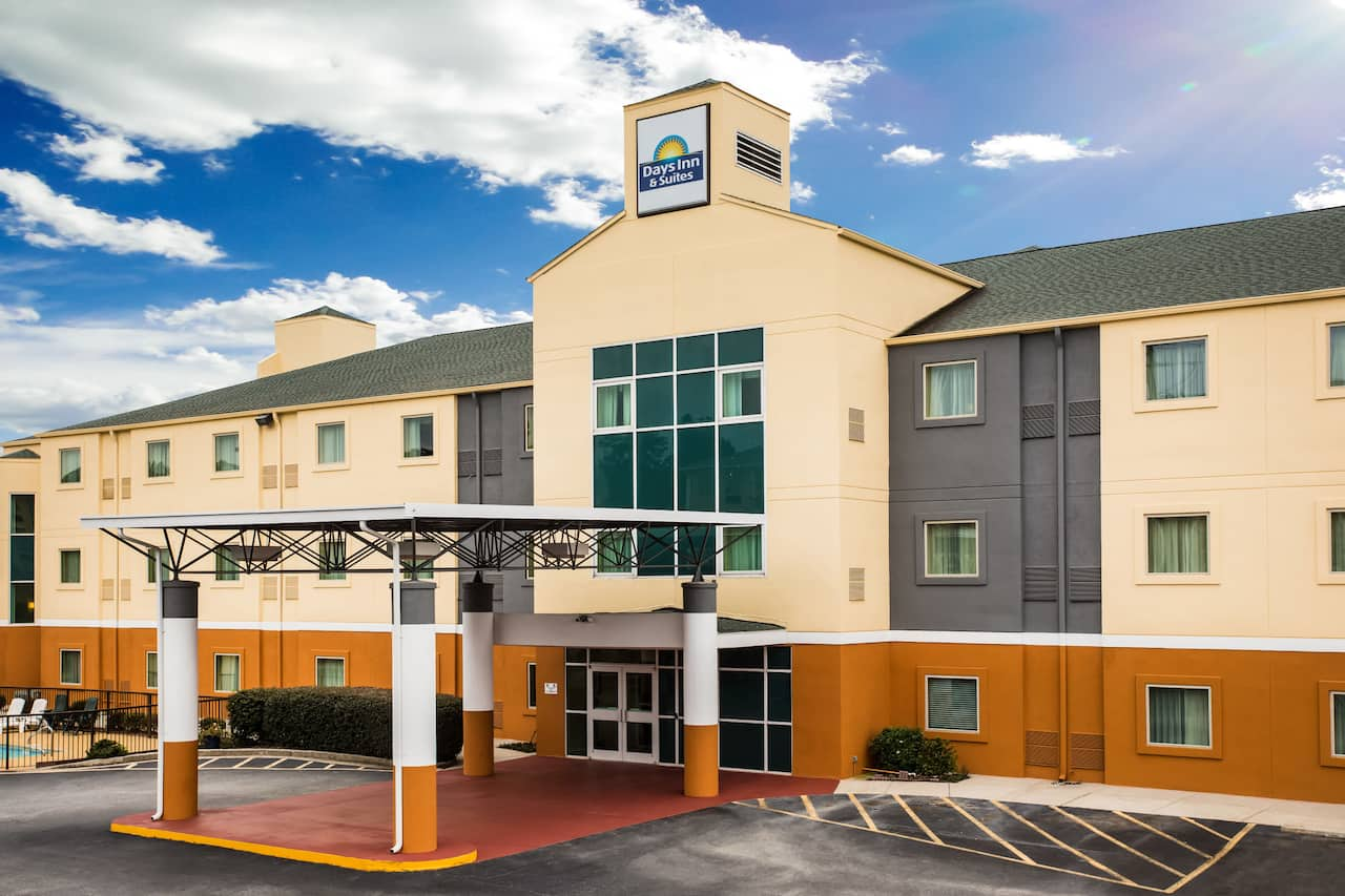 Days Inn & Suites Augusta Near Fort Gordon in Grovetown, Georgia