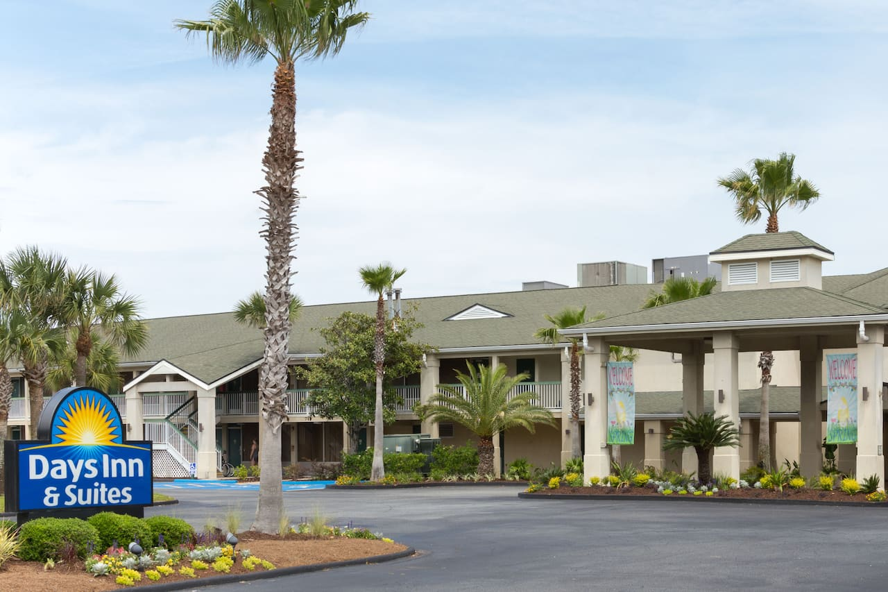 Days Inn & Suites Jekyll Island in Kingsland, Georgia