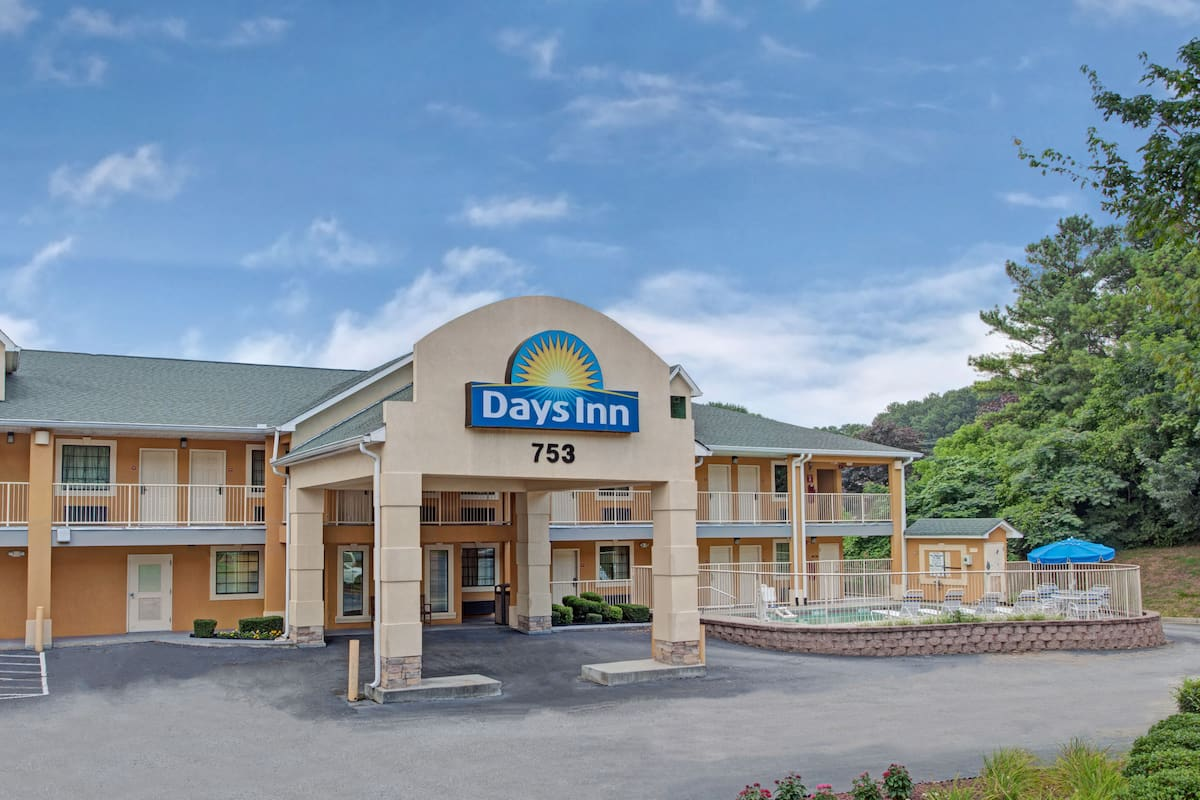 Exterior Of Days Inn By Wyndham Marietta White Water Hotel In Georgia