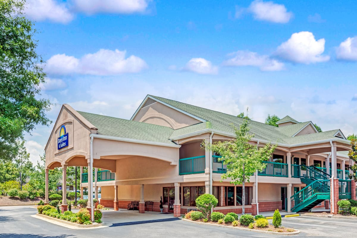 Exterior Of Days Inn Suites Peachtree City Hotel In Georgia