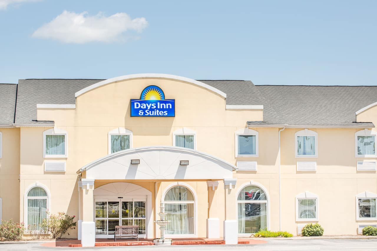 Days Inn & Suites Swainsboro in Swainsboro, Georgia