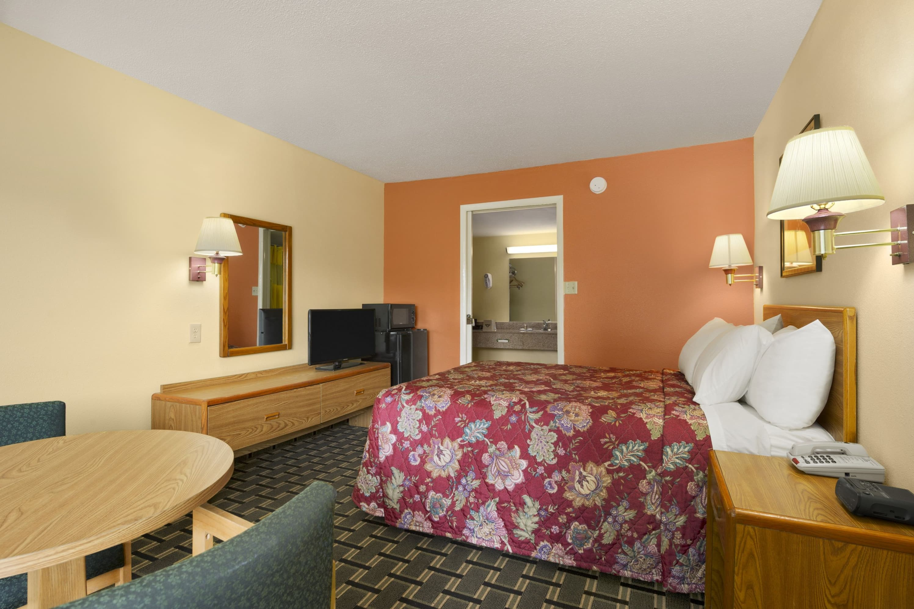 Days Inn Thomasville suite in Thomasville, Georgia