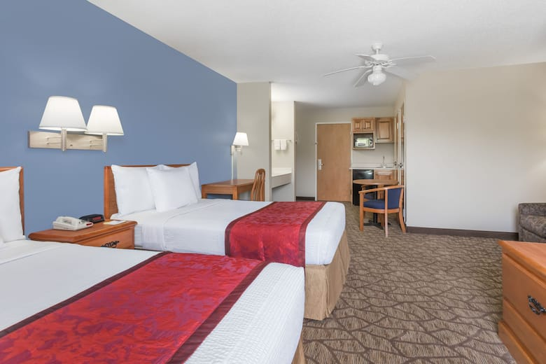 Guest Room At The Days Inn Tifton In Georgia