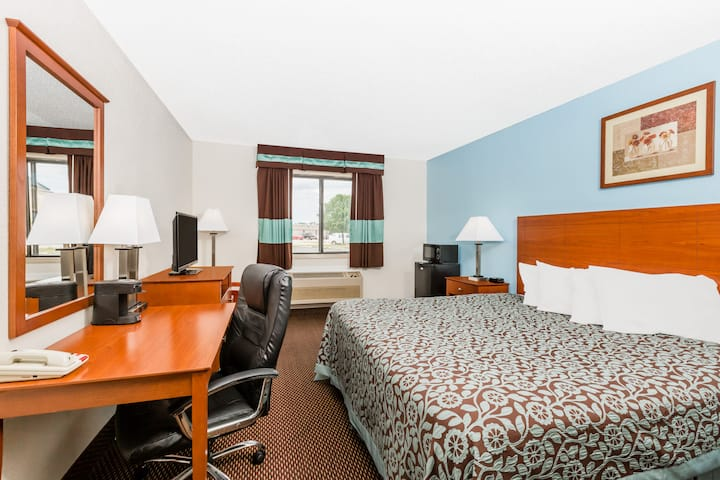Guest room at the Days Inn Ankeny - Des Moines in Ankeny, Iowa