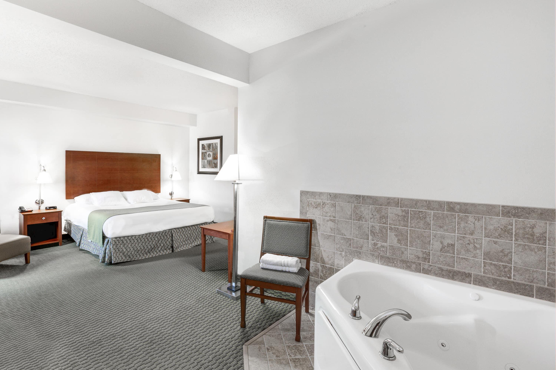 Days Inn Carroll suite in Carroll, Iowa