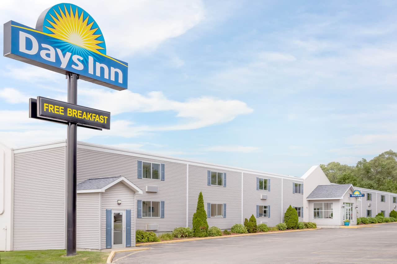Days Inn Cedar Falls- University Plaza in Waterloo, Iowa
