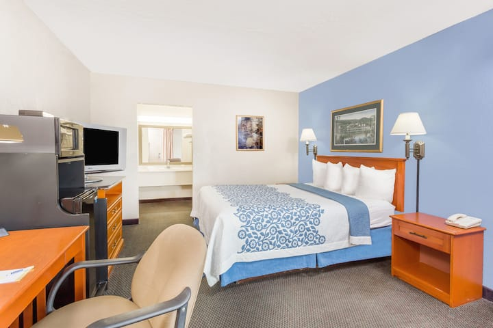Guest room at the Days Inn Cedar Falls- University Plaza in Cedar Falls, Iowa