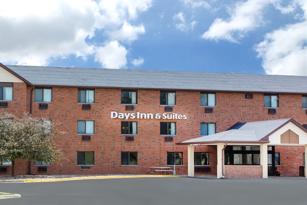 Days Inn & Suites Des Moines Airport in West Des Moines, Iowa