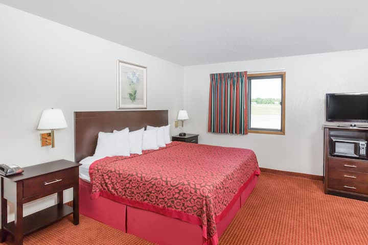 Guest room at the Days Inn & Suites Des Moines Airport in Des Moines, Iowa