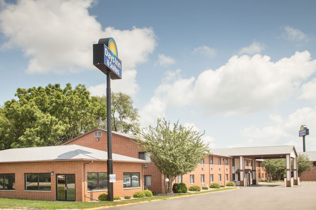 Days Inn & Suites Waterloo in Cedar Falls, Iowa