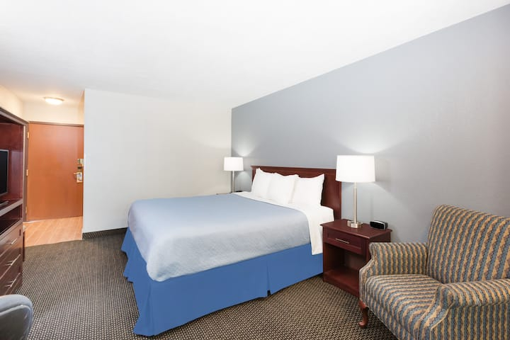 Guest room at the Days Inn West Des Moines in West Des Moines, Iowa