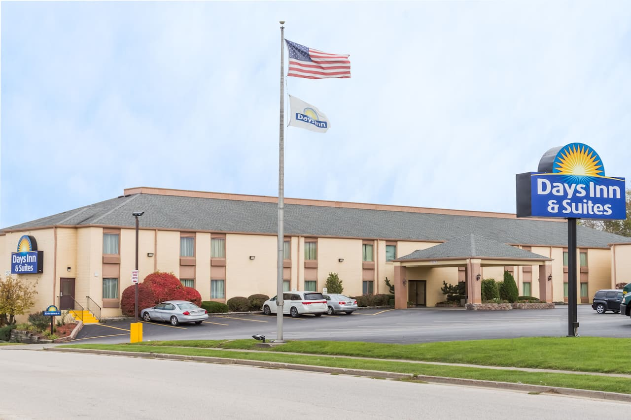 Days Inn & Suites Bloomington/Normal IL in  Waynesville,  Illinois