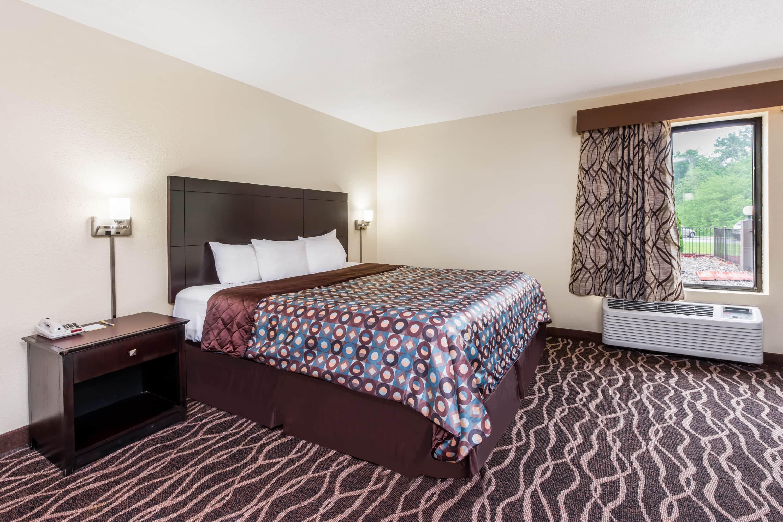 Days Inn & Suites Casey suite in Casey, Illinois