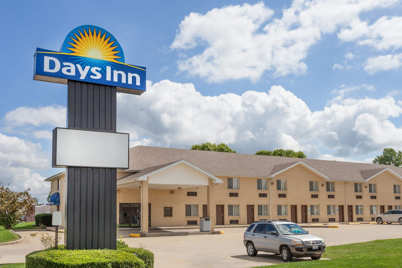 Days Inn Charleston in Tuscola, Illinois