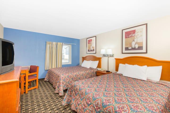 Guest room at the Days Inn Effingham in Effingham, Illinois