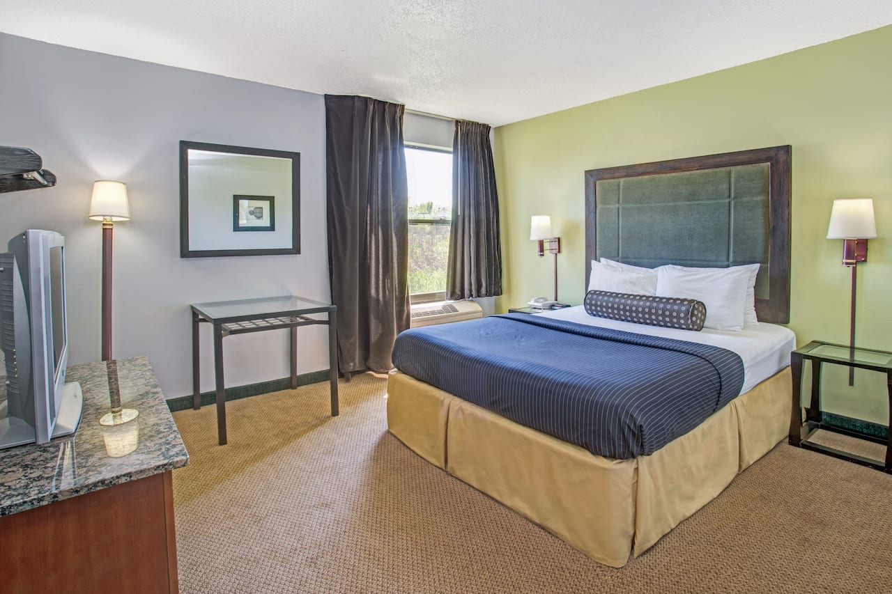 at the Days Inn Great Lakes - N. Chicago in Lake Bluff, Illinois
