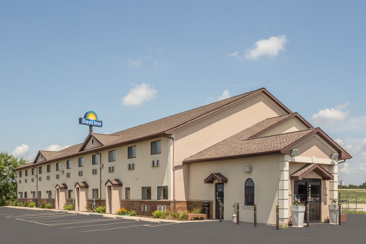 Days Inn Le Roy/Bloomington Southeast in Farmer City, Illinois
