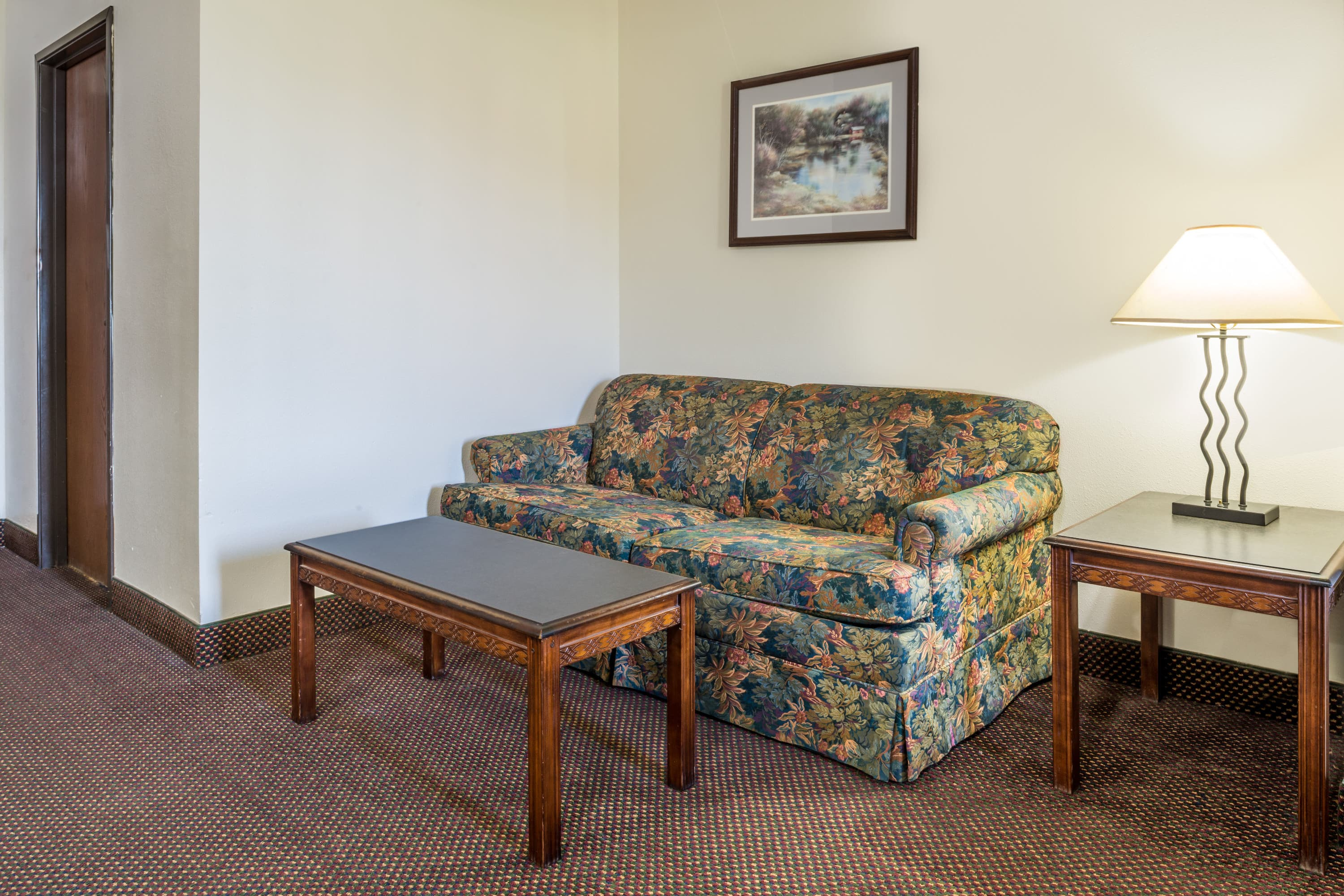 Days Inn Pontoon Beach suite in Pontoon Beach, Illinois