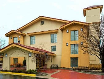 Days Inn & Suites Schaumburg in  Elk Grove Village,  Illinois