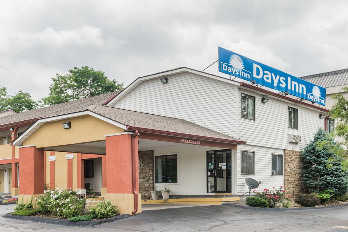 Exterior Of Days Inn Bloomington Hotel In Indiana