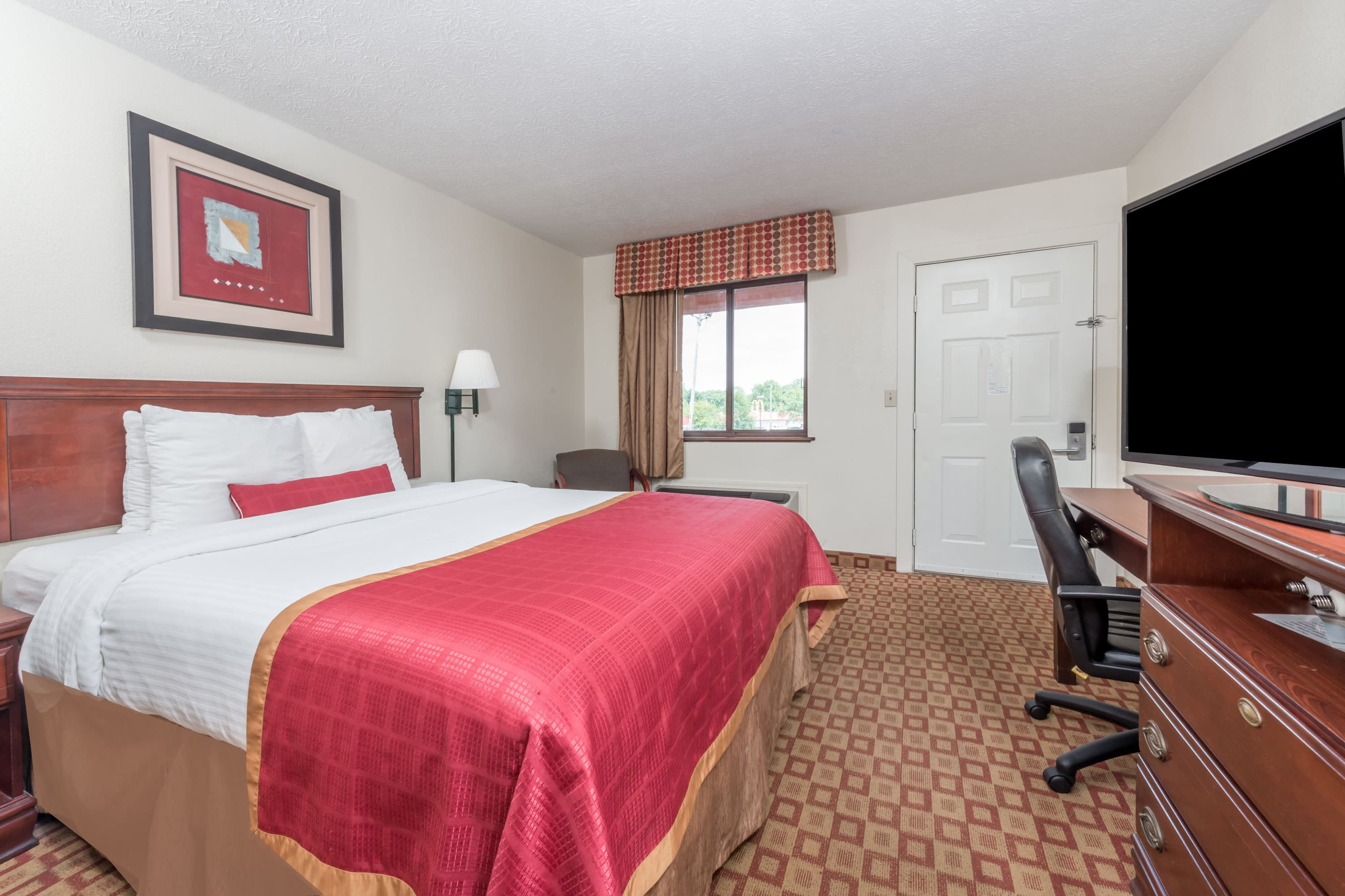 Guest room at the Days Inn Bloomington in Bloomington, Indiana
