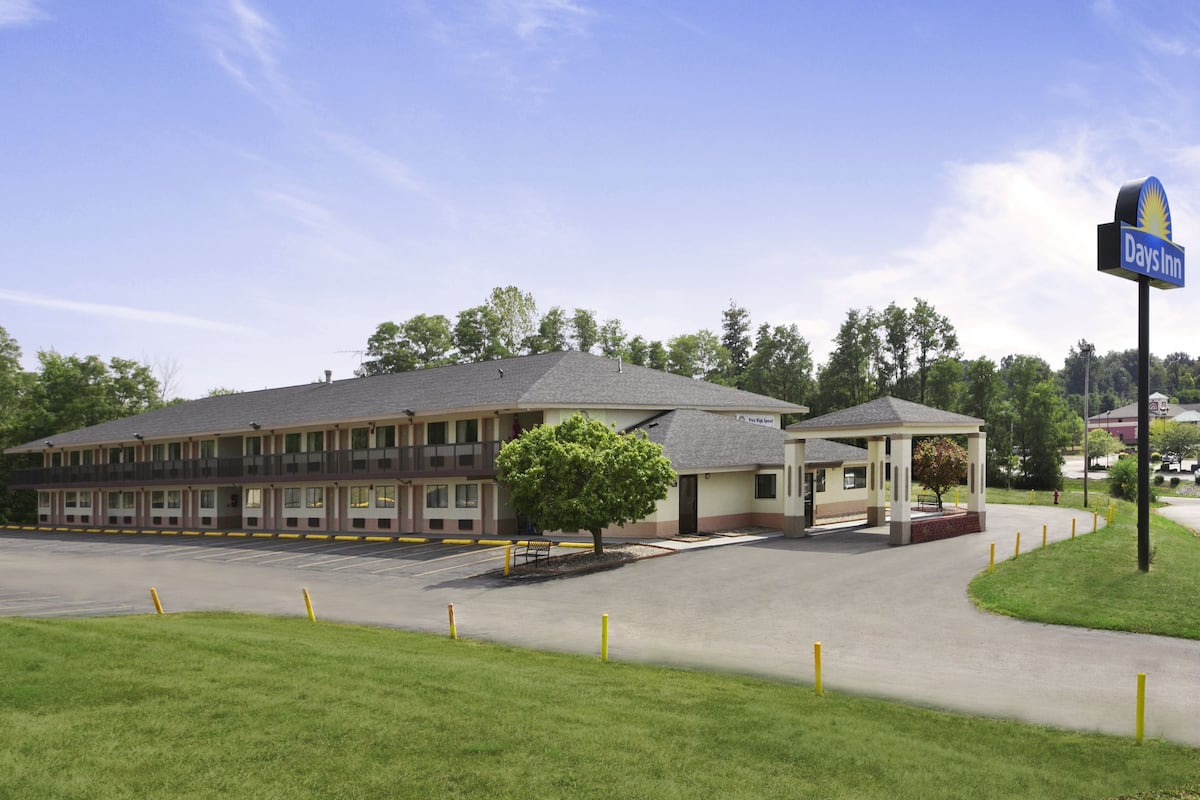 Exterior Of Days Inn Cloverdale Greencastle Hotel In Indiana