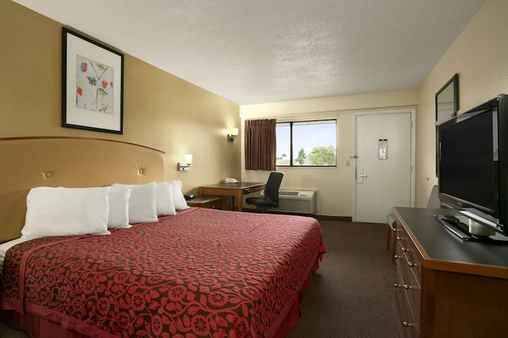 Guest room at the Days Inn Cloverdale Greencastle in Cloverdale, Indiana