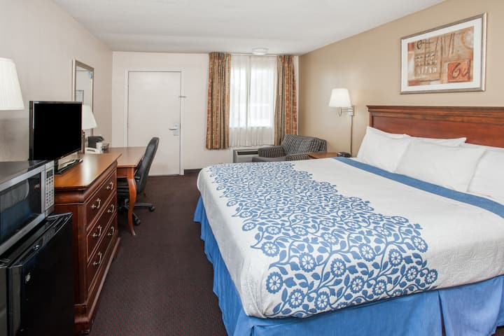 Guest room at the Days Inn Fort Wayne in Fort Wayne, Indiana