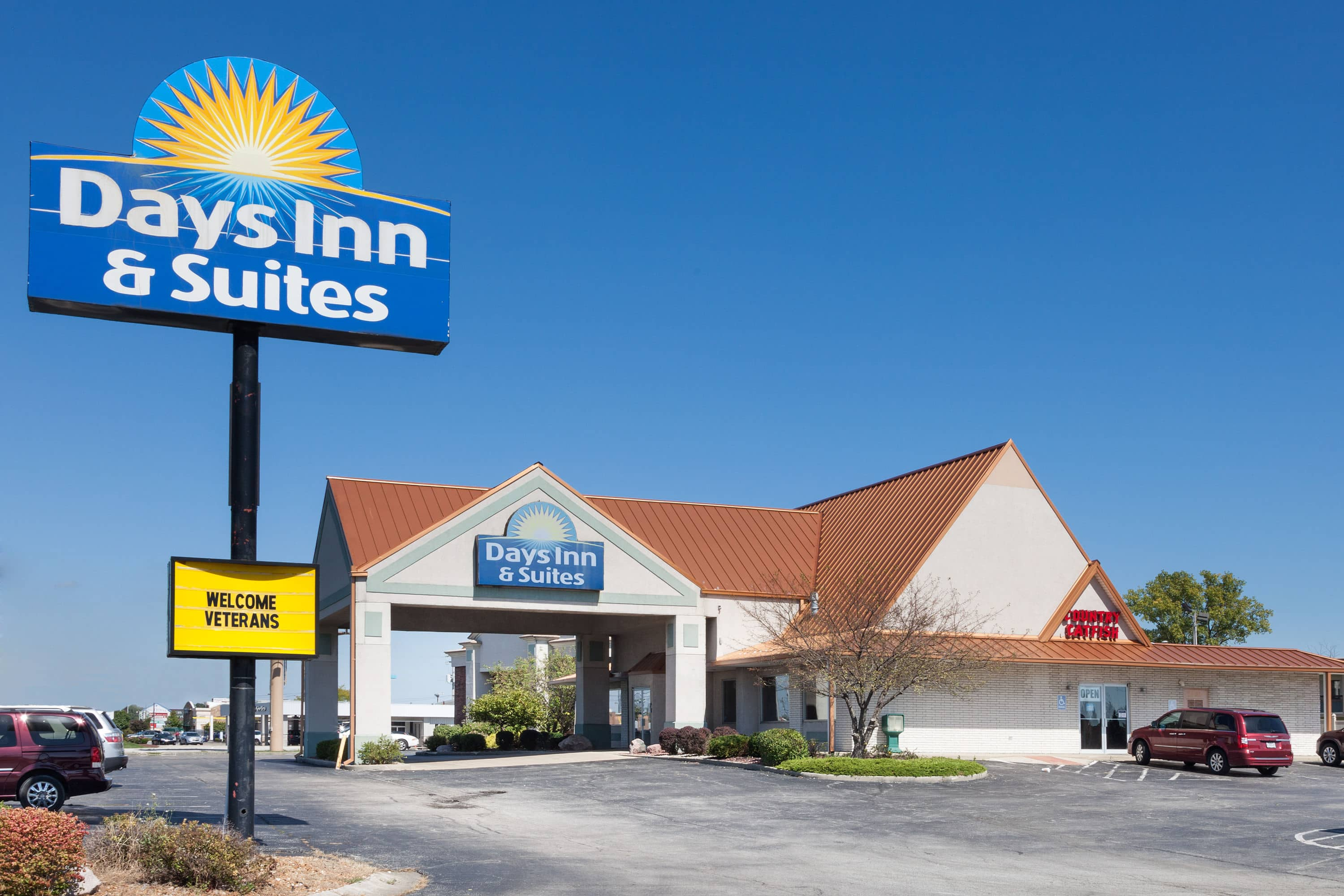 Exterior Of Days Inn U0026 Suites By Wyndham Kokomo Hotel In Kokomo, Indiana