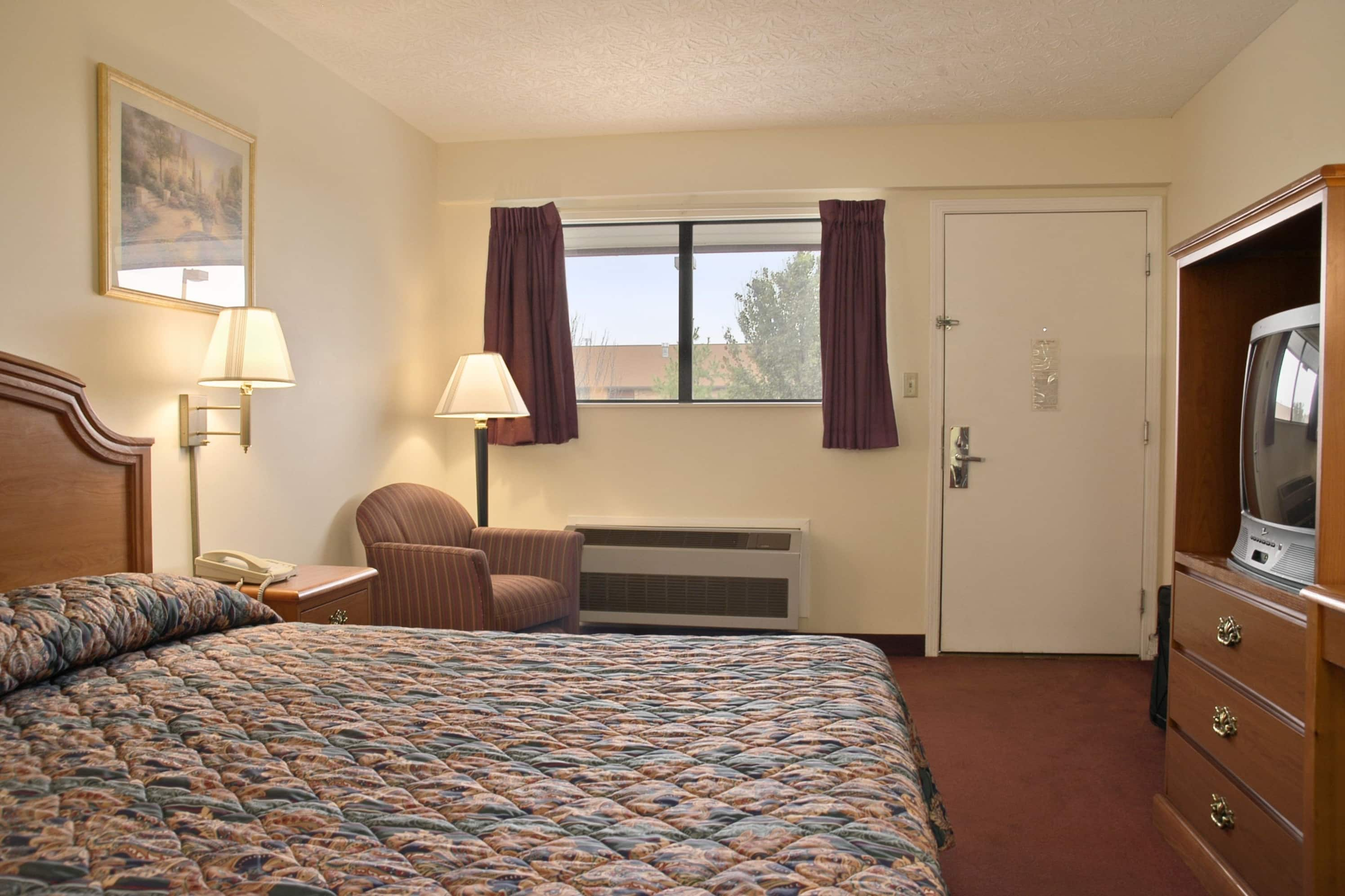 Guest room at the Days Inn Plainfield in Plainfield, Indiana