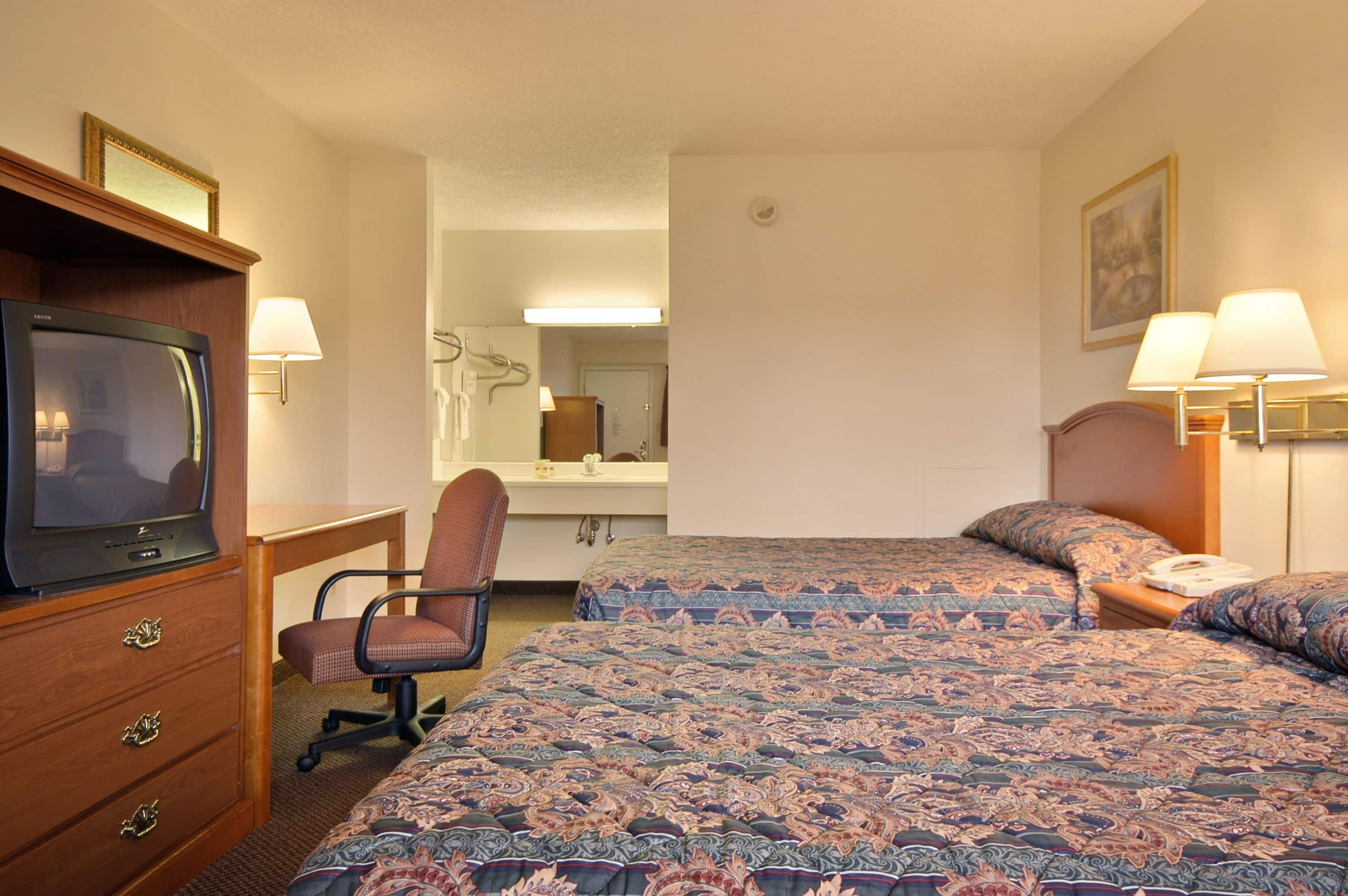Best Guest Room At The Days Inn Plainfield In Indiana With Hotels Near Il