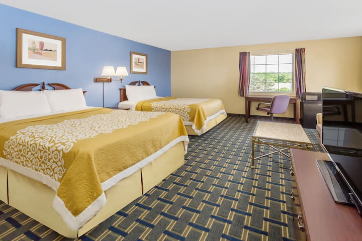 Guest room at the Days Inn Plymouth in Plymouth, Indiana